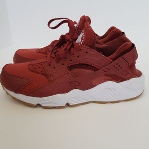 Nike Air Huaraches raspberry  snake print